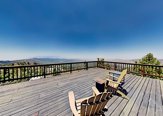 Inspiration Point Gem | Million-Dollar View | Tesla Charger, Office, Elevator, location de vacances à Green Valley Lake