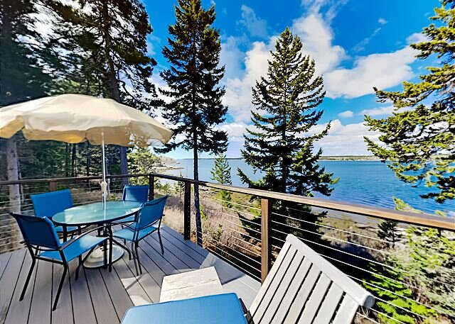 Exceptional Vacation Home with Water and Sunset Views, holiday rental in Georgetown