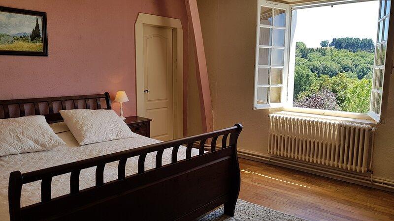 Ruime kamer in natuurpark, location de vacances à Roziers-Saint-Georges