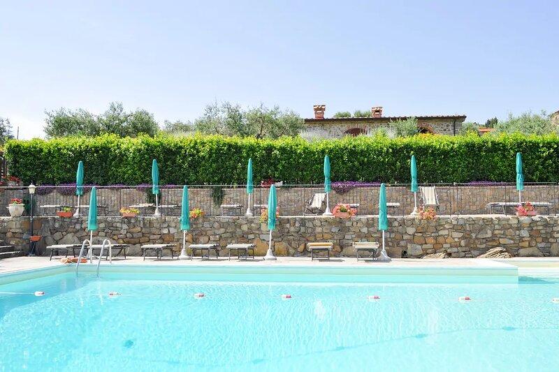 Borgo Sanguineto - S2 Apartment with lake view, garden and swimming pool, aluguéis de temporada em Tuoro sul Trasimeno