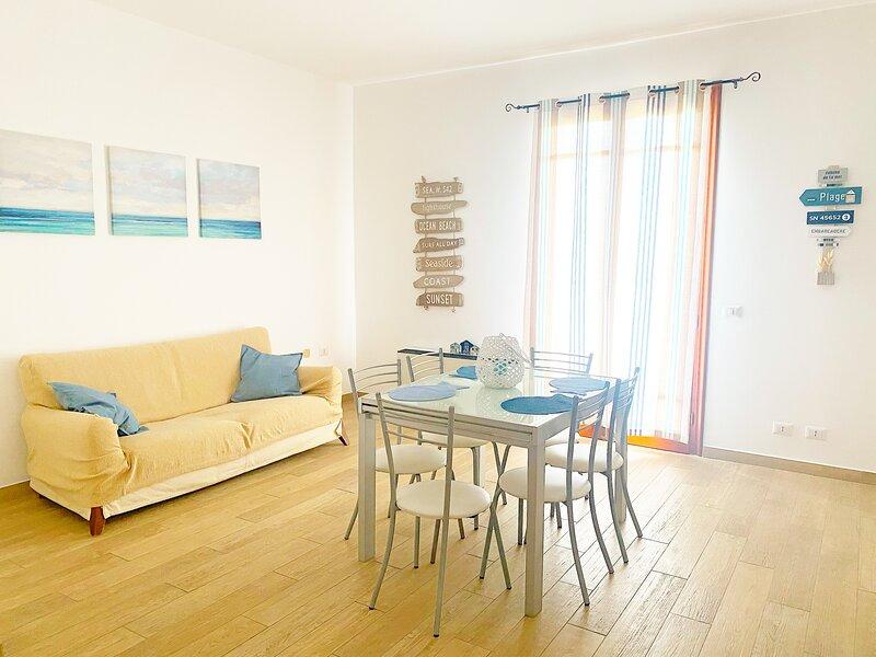 """""""La Casa di Rosa"""" Ampio e moderno appartamento di 150mq ad Oliveri (Marinello), holiday rental in Montalbano Elicona"""