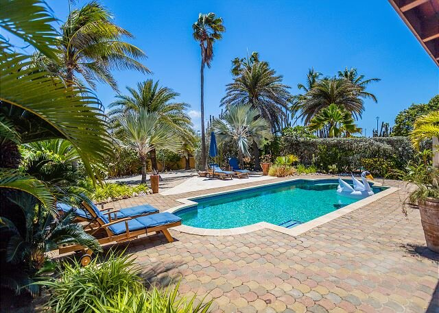 Welcoming Villa w/Private Pool, Guest House & BBQ. Located on TDS Golf Course, vacation rental in Arashi