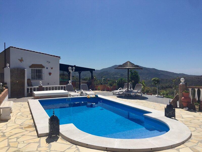 Acacia, studio met zicht op bergen en zwembad, alquiler vacacional en Viñuela