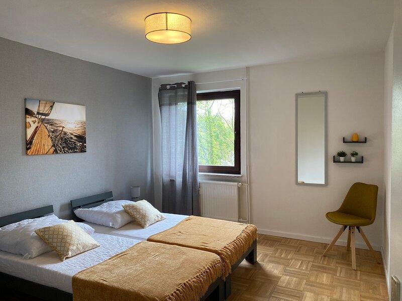 Gemütliche Wohnung neben Duisburg Hbf, vacation rental in Moers