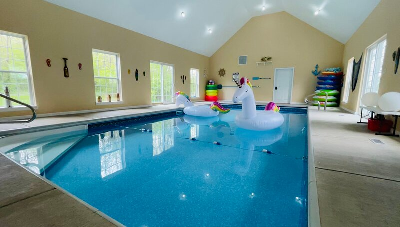 Paradise In Germantown! Endless Swimming 365 days a year!, vacation rental in Port Washington