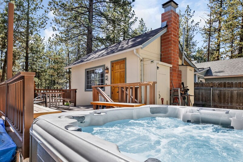 1898-Winter Pines Cabin, holiday rental in Moonridge