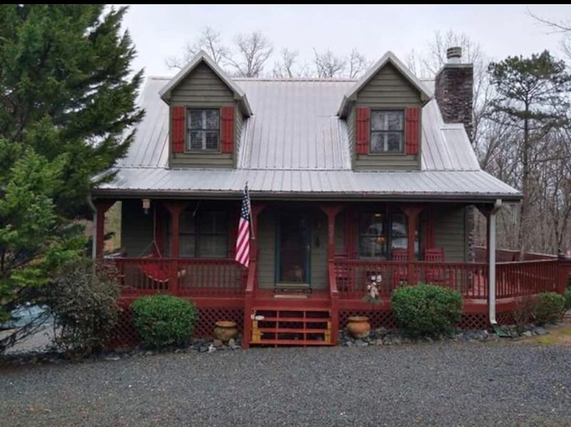 4/3 Eagle Mountain River Retreat, Jacuzzi / Pool Table, holiday rental in Ranger