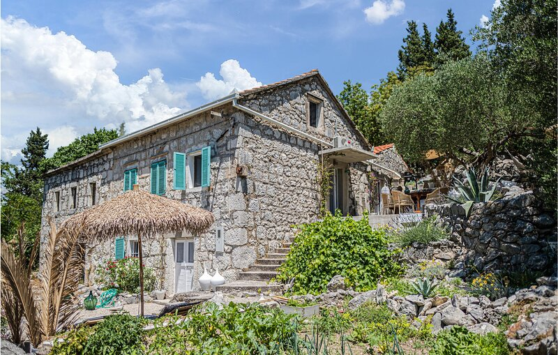 Stunning home in Blace with Sauna, WiFi and 3 Bedrooms (CDR505), casa vacanza a Opuzen