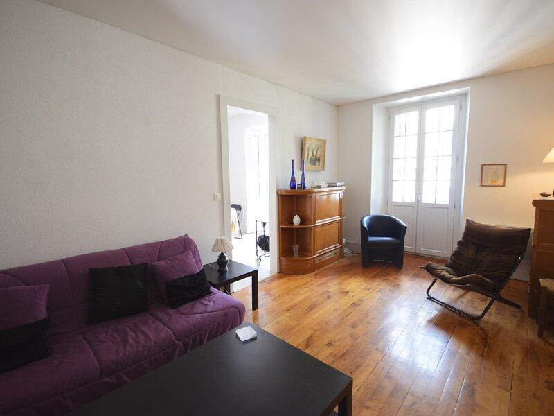 Bel appartement 2 pièces dans château proche centre Evian et Lac Léman, holiday rental in Saint-Paul-en-Chablais