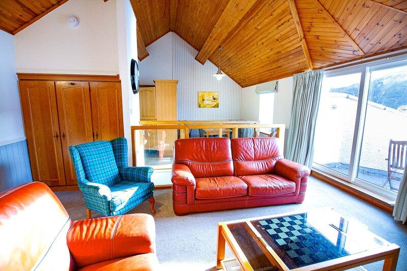 Loch Rannoch Lochside Lodge (6), casa vacanza a Tummel Bridge