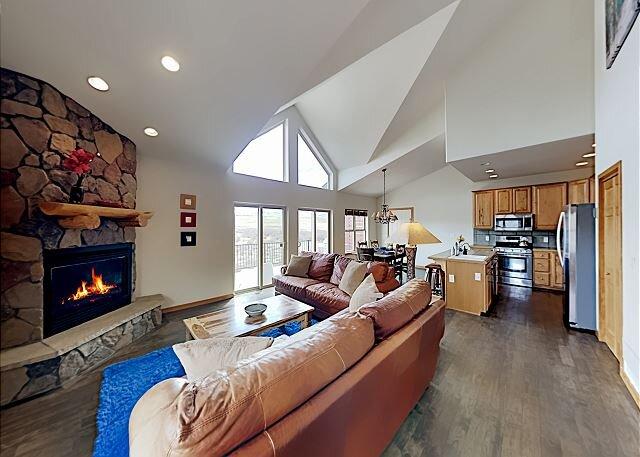 Creek-View Retreat | Private Garage, Fireplace | Unobstructed Mountain Vistas, location de vacances à Tabernash
