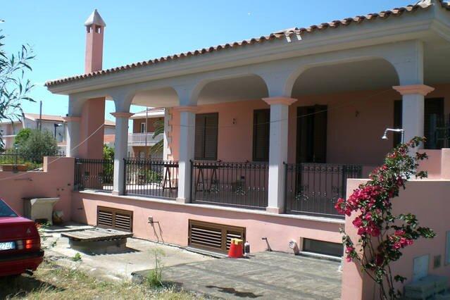 Villetta in 2 Appartamenti per Gruppi Vicino Mare, holiday rental in La Caletta