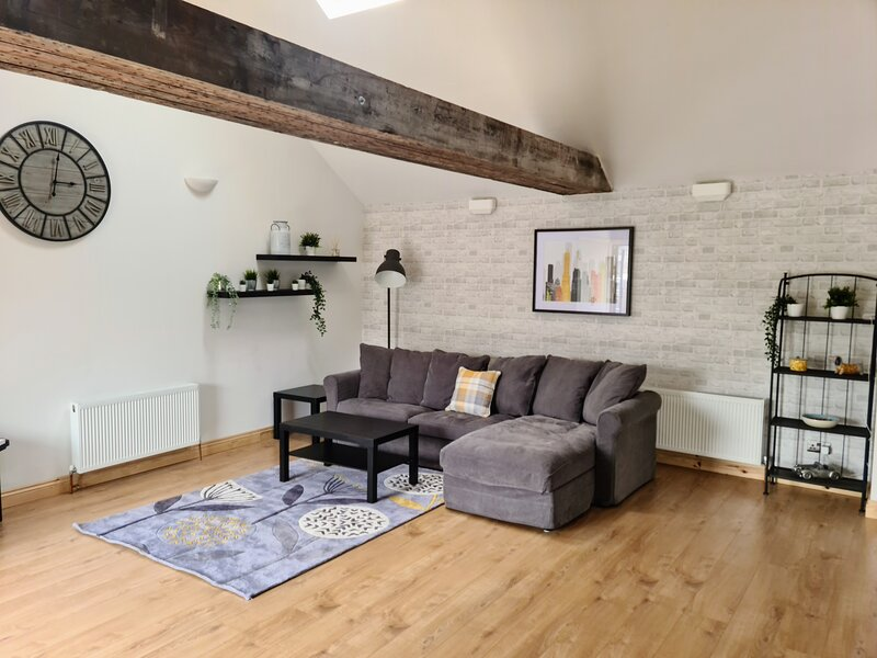 Westcountry Getaway in a Studio Style Apartment, holiday rental in Dunkerton