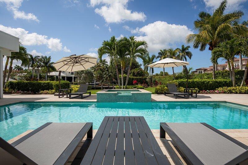 Naples - Royal Harbor / Waterfront Designer Villa, holiday rental in Keewaydin Island