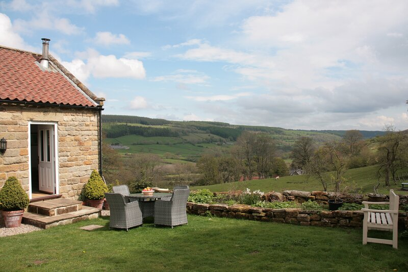Single Story Cottage with stunning countryside views in a tranquil location, vacation rental in Church Houses