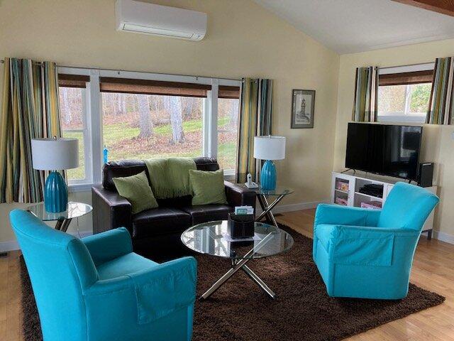 OCEAN COTTAGE - Beachfront property w/ water views - 2 private decks & beach, casa vacanza a Islesboro