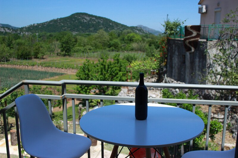 Household Lekovic - One-Bedroom Apartment, casa vacanza a Virpazar