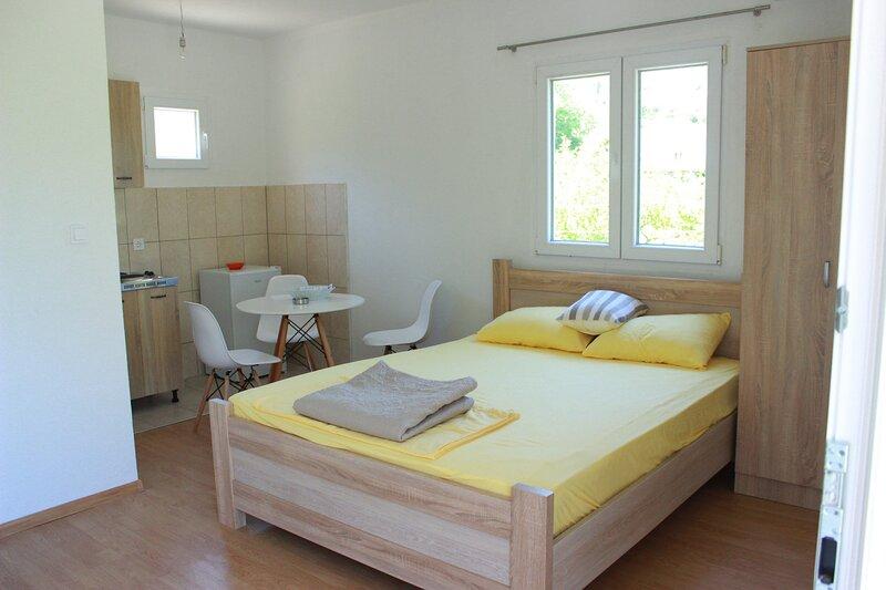 Household Lekovic - Studio Apartment, casa vacanza a Virpazar
