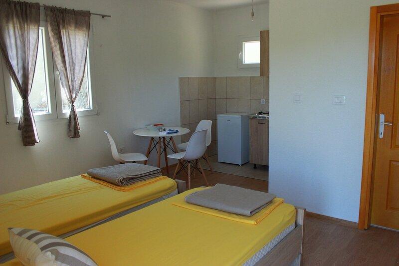 Household Lekovic - Twin Studio Apartment, casa vacanza a Virpazar
