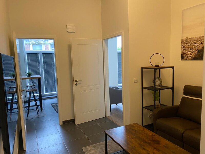 MONS Station  Area Entire Apartment 2 Bedrooms 2 Bathrooms furnished kitchen, holiday rental in Feluy