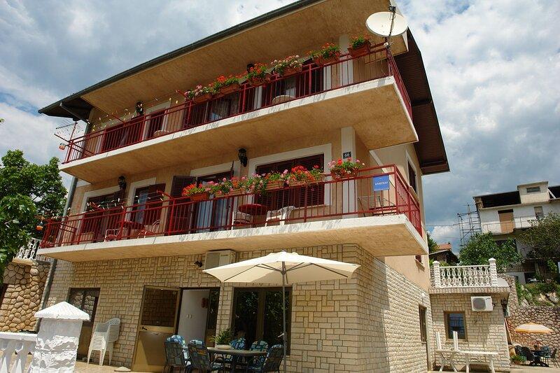 Apartments Nikolina, holiday rental in Novi Vinodolski