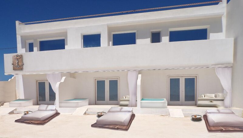 Boat House Luxury Suites, where leisure is art.., holiday rental in Pali