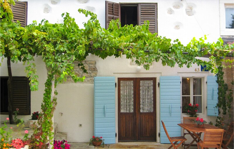 Awesome home in Pazin with WiFi and 2 Bedrooms (CIC699), holiday rental in Gracisce
