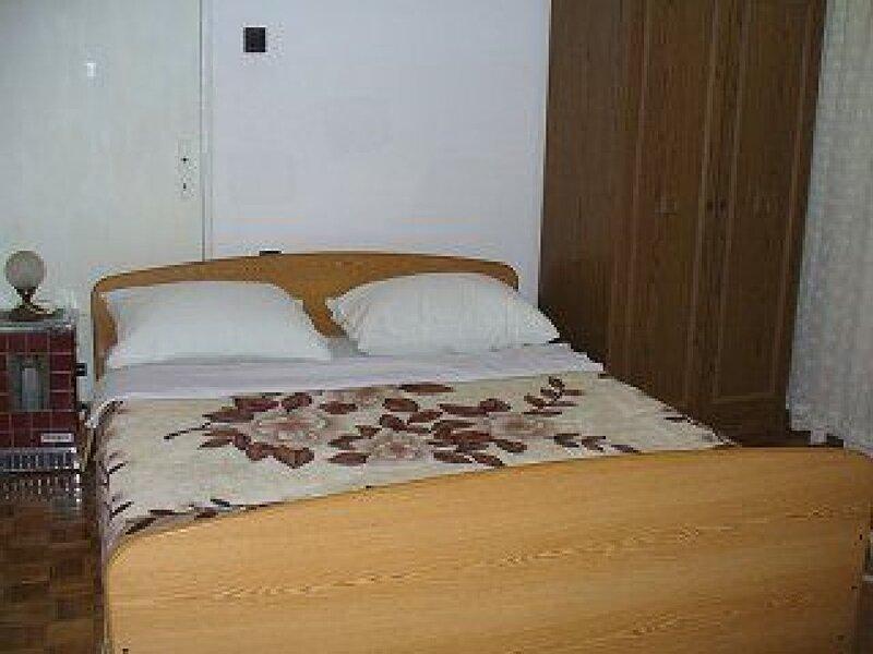 Apartments Vladimir, holiday rental in Jadrtovac