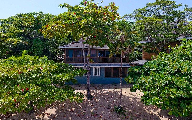 Beachfront, Affordable, Upscale Caribbean Vacation! – semesterbostad i Sandy Bay
