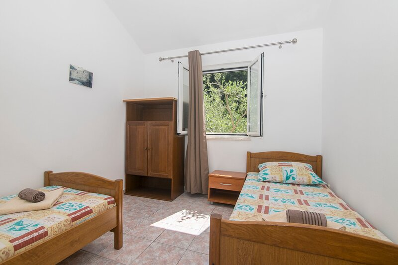 Apartments JEDRA, holiday rental in Gdinj