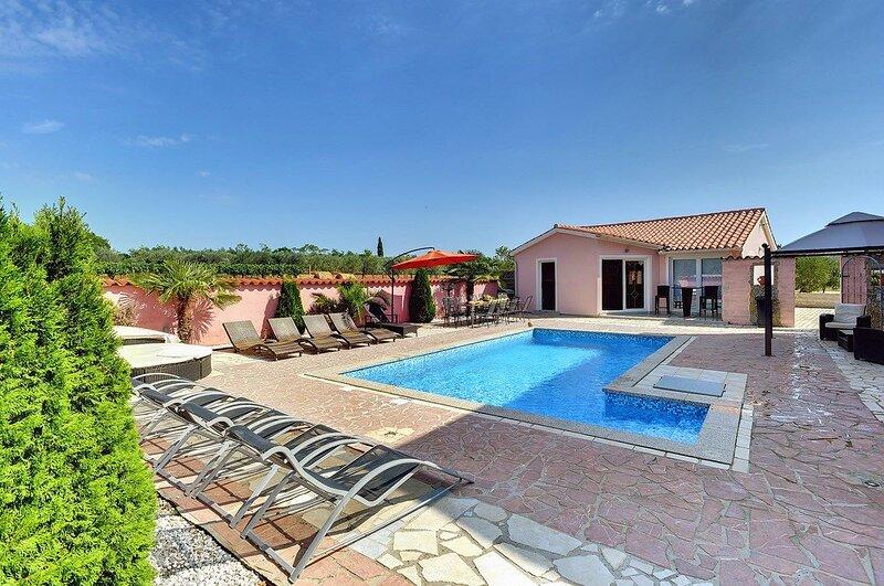 Villa Hasani, location de vacances à Valtura