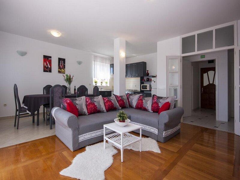 Goranka Apartment - Three Bedroom Apartment with Garden View, vacation rental in Brodarica