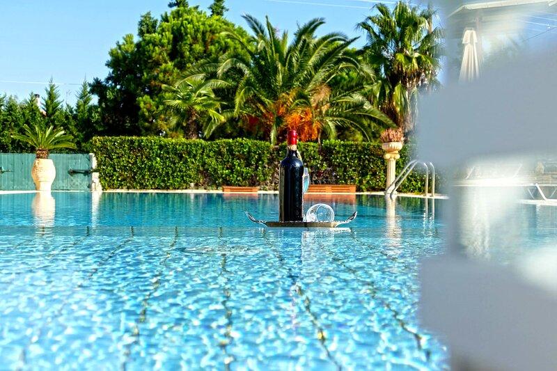 Astros Poolside Home-Magic Sunset and Bliss, alquiler de vacaciones en Agios Andreas