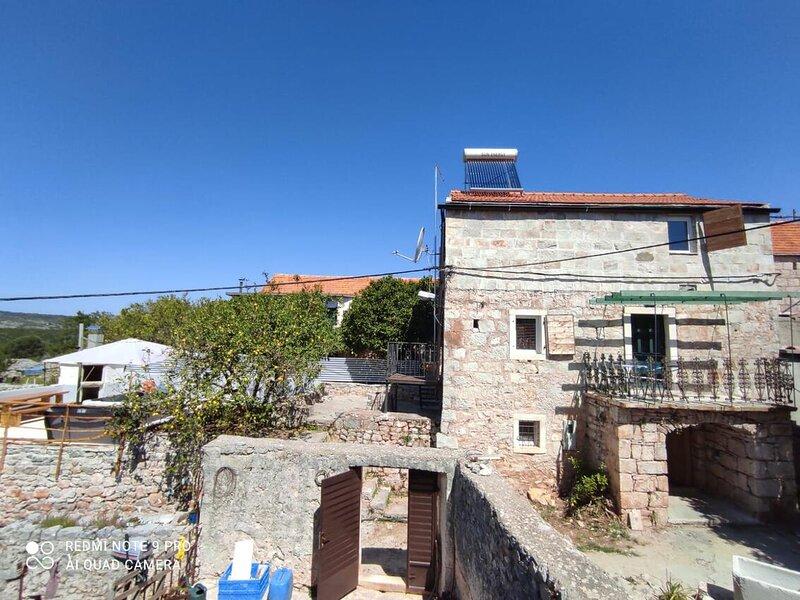 Two bedroom house Cove Kozja, Hvar (K-18817), location de vacances à Bogomolje
