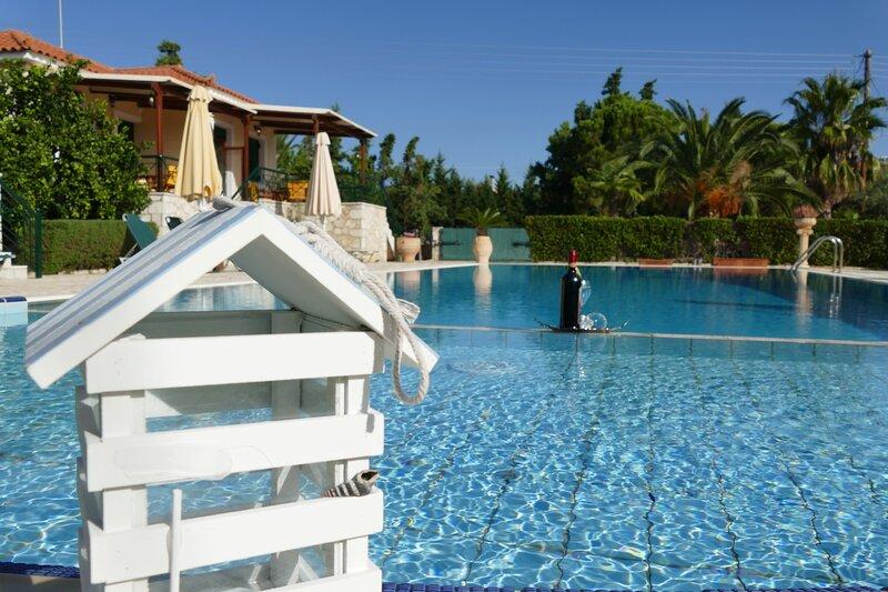 Astros Poolside Home - Endless Sunsets, alquiler de vacaciones en Agios Andreas