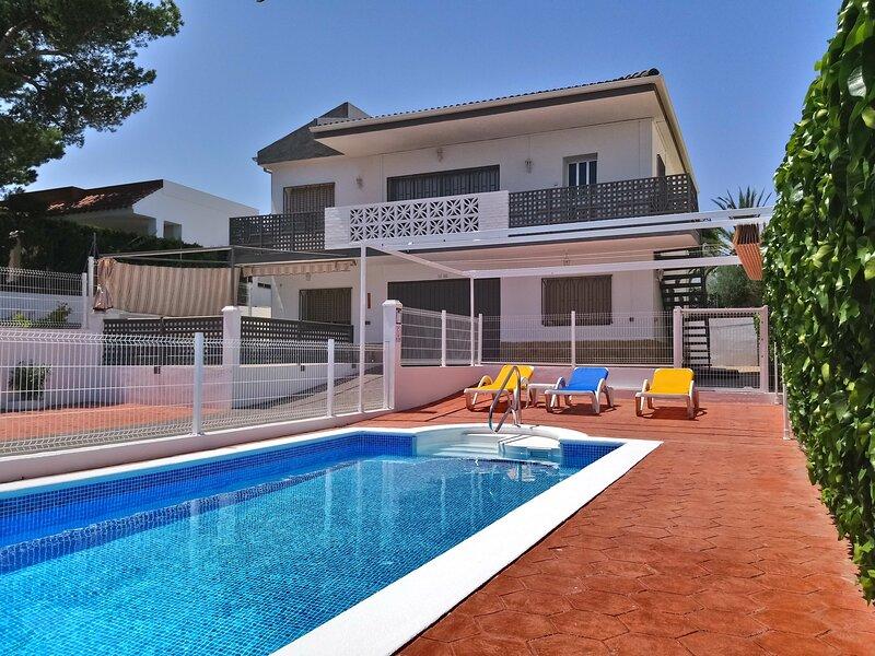 Lovely villa, 5 bedrooms PRIVAT POOL & 200M BEACH, aluguéis de temporada em Tortosa