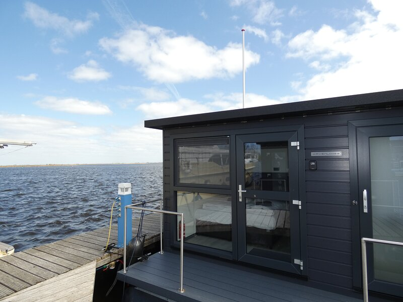 luxurious 3-Bed house boat in North Holland, holiday rental in Velsen