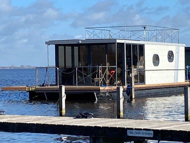 stunning 3 bed house boat in Uitgeest, holiday rental in Velsen