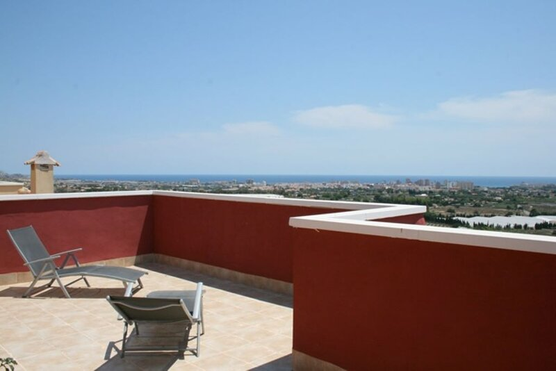 Beautiful chalet with sea views and communal pool, holiday rental in Mutxamel