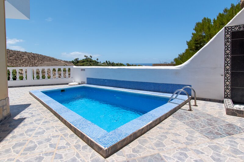 Villa Clara. Elegant 2 Bedroom Villa. Private heated pool. San Eugenio, holiday rental in Arona