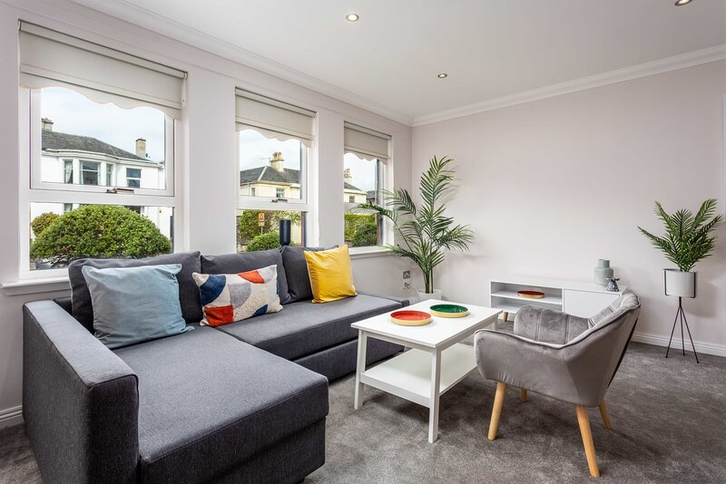 London Gate No2 - Donnini Apartments, holiday rental in Irvine