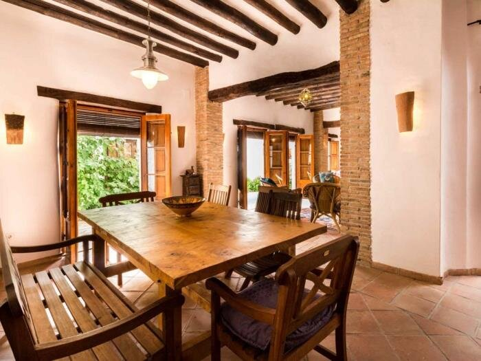 Beautiful Andalusian House with barbecue pool and WiFi, vacation rental in Pinos del Valle