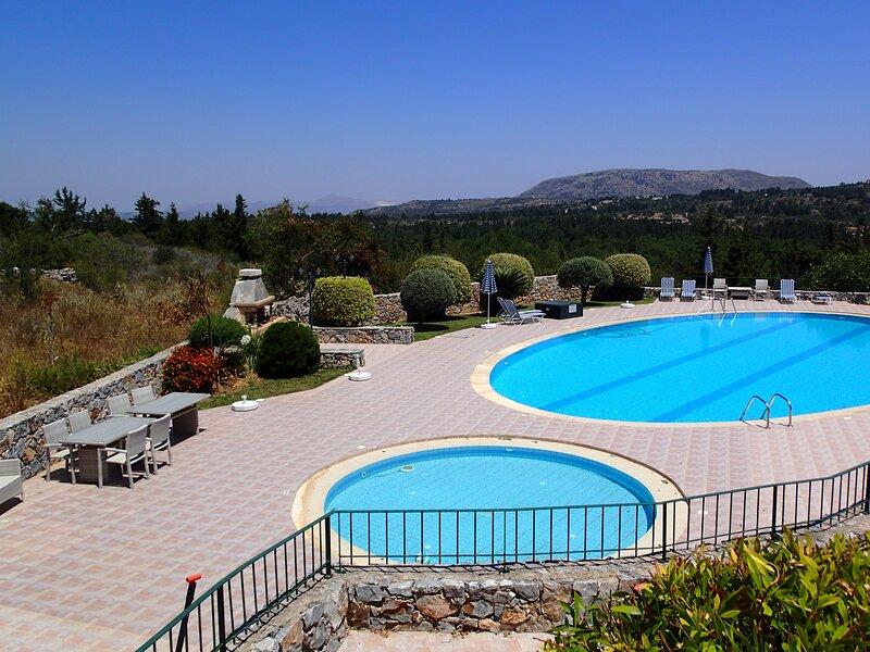 VILLA GATA - SUN, SEA & MOUNTAINS, holiday rental in Sellia