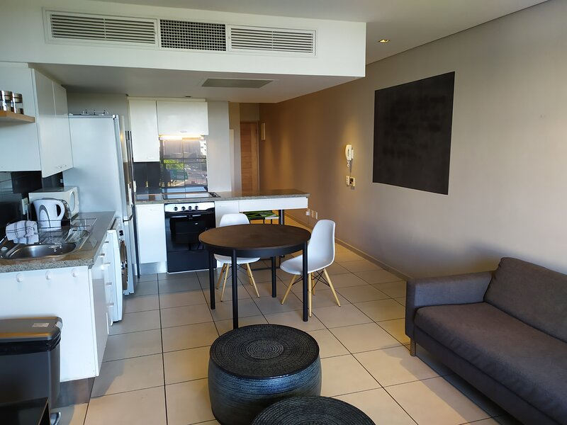 Studio Apartment - fully furnished and equipped, alquiler vacacional en De Waterkant