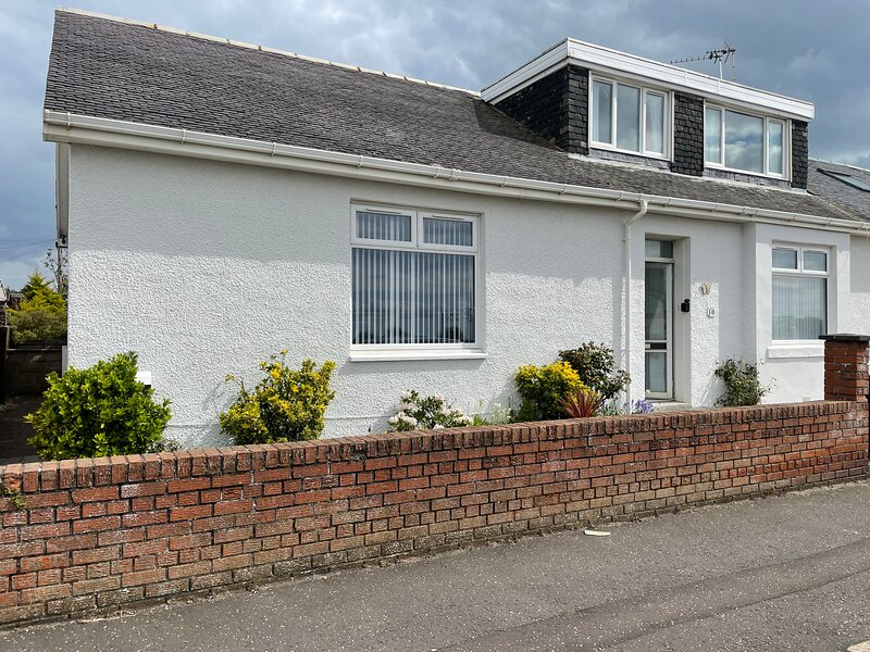 Home by the Sea with Golf nearby - whole house rental, holiday rental in Ayr