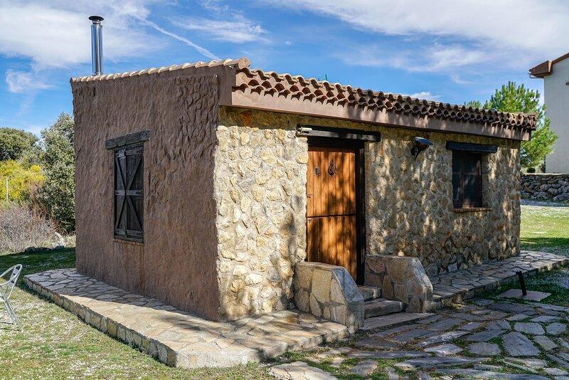 Casa ind.  terraza privé, acceso a áreas públicas del hotel : piscina, bar, rest, alquiler vacacional en Graena