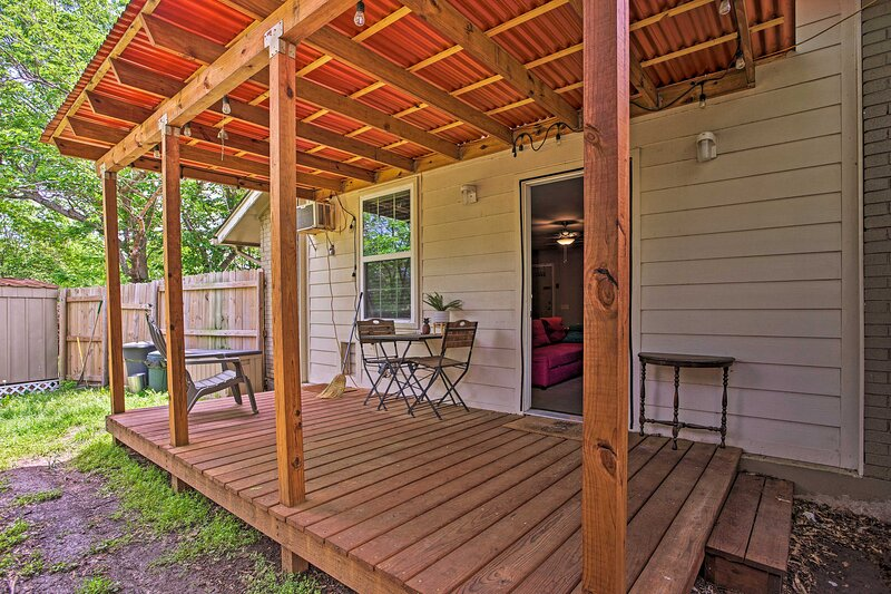 NEW! Pet-Friendly Home 13 Miles to Design District, vacation rental in Irving