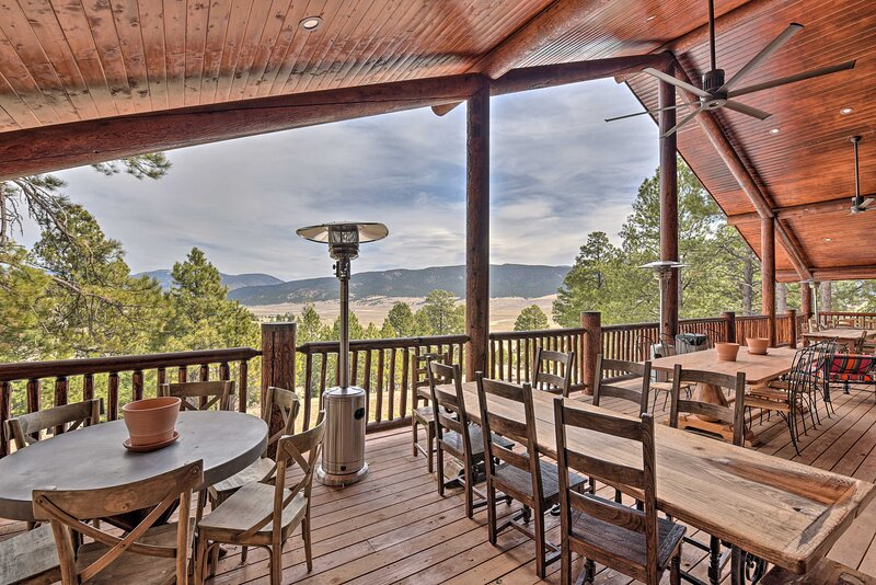 NEW! Grand Mountain Retreat - 7 Mi to Angel Fire!, vacation rental in Eagle Nest