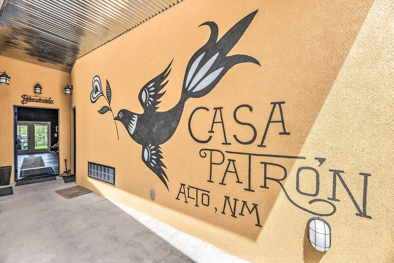 NEW! 'Casa Patron' Home <10 Mi to Hiking & Casinos, holiday rental in Nogal