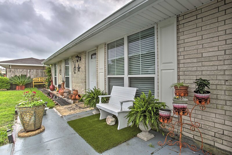 NEW! Apartment w/ Patio: 15 Mi to French Quarter!, holiday rental in Saint Rose
